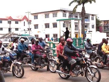 okada-riders_8765634-karu