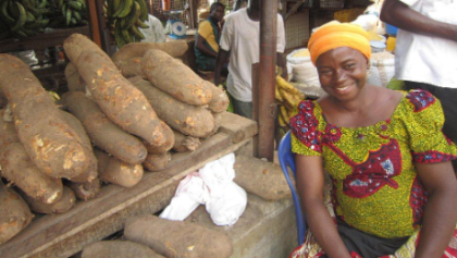 A woman selling produce in the market (Photo: UNDP)