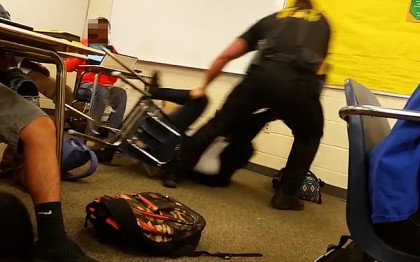Officer dragging student in a classroom in South Carolina (Photo: Internet)