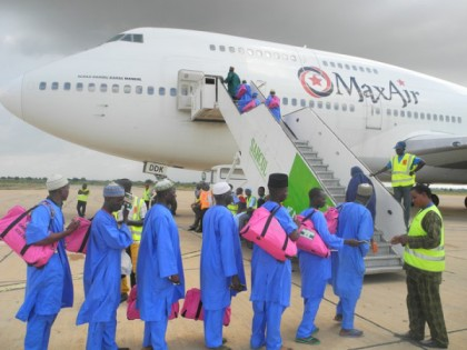 MUSLIM-PILGRIMS-FROM-GOMBE-STATE-BOARDING-600x450