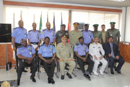 IGP PHOTO WITH PAKISTAN CHIEF OF DEFENCE (2)