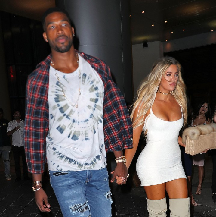 EXCLUSIVE: Khloe Kardashian and Tristan Thompson hold hands after dinner at Zuma with Kourtney Kardashian and Jonathan Cheban in Miami, Florida. Pictured: Tristan Thompson, Khloe Kardashian Ref: SPL1356136 170916 EXCLUSIVE Picture by: Jackson Lee / Splash News Splash News and Pictures Los Angeles: 310-821-2666 New York: 212-619-2666 London: 870-934-2666 photodesk@splashnews.com