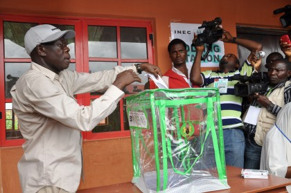adams-oshiomhole-cast-vote-edo-election