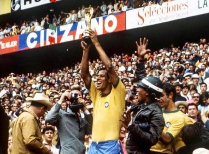 Brazilian World Cup Winning Captain Carlos Alberto Dies At 72
