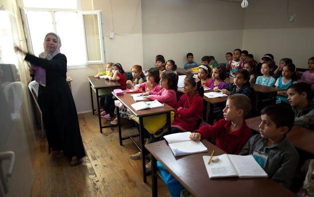 iraqi-children-school-isis-textbooks