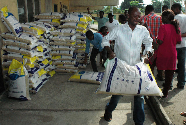 Pic.22. People carrying bags of Lake Rice at the distribution centre in Teslim Balogun Stadium, Surulere in Lagos on Friday (23/12/16). Lake Rice distribution is powered by Lagos and Kebbi states government in collaboration with San Carlos Group incorporated. 9327/23/12/2016/Oladapo Kayode/BJO/NAN