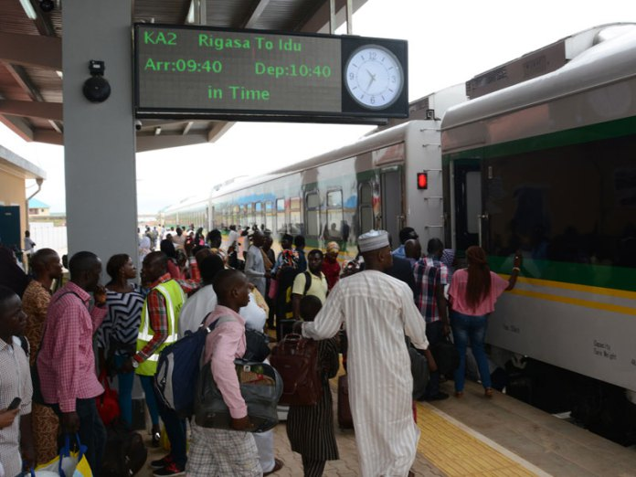passengers-boarding-the-train
