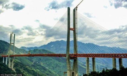 """World's highest bridge""standing 1,850 feet above a gorge opens in China"