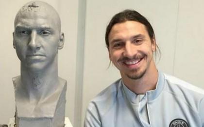 "Ibrahimovic Unveils ""Statue Of Zlatan"""