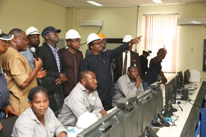 Hon. Minister of Power, Works & Housing, Mr Babatunde Fashola, SAN (2nd left) being briefed by the Managing Director,Niger Delta Power Holding Company Limited(NDPHC), Mr Chiedu Ugbo( right),General Manager,Generation, of the Company, Mr Foluso Akarakiri(2nd right),Chief Operating Officer, Omotosho Generation Company Limited, Engr. Kali Okpe ( left) and others during the Hon.Minister 's inspection tour of the Omotosho Generation Company Limited, Generation Plant Control Room in Ore, Ondo State on Day One of his inspection tour of Highway Projects in the South West Zone on Thursday 23,March 2017.
