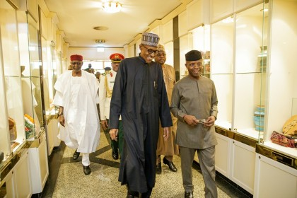 #PhotoNews:  VP Osinbajo and Aisha Welcomes President Buhari On Arrival At The Villa