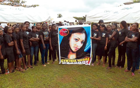 Mourners-at-the-service-cynthia