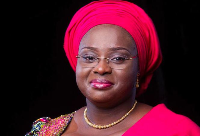 kwara-governor-wife-defecation