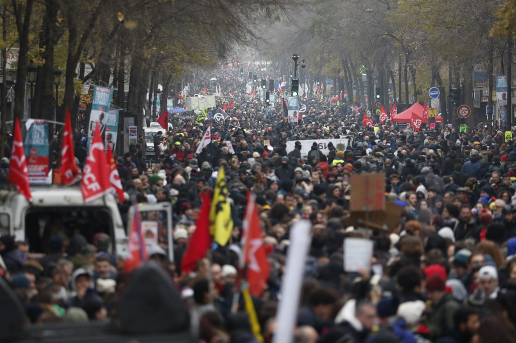 France braces for mass protests over pension reform